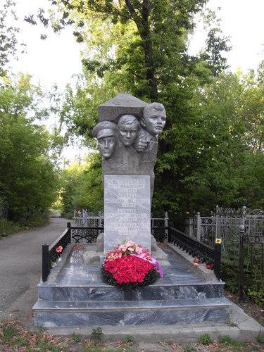 Памятники на кладбище саратов фото цена на памятники москва Обнинск